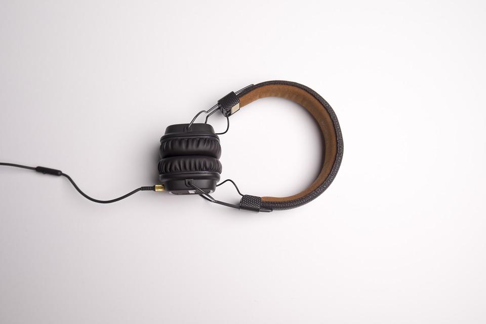 TIPS TO MAINTAIN HEADPHONES