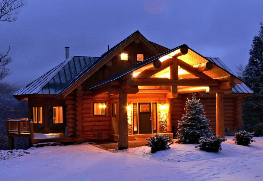 What Primers & Paints Should Be Used for a Log House?